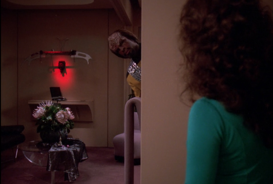 Photo of Revisiting Star Trek's Weirdest, Most Realistic Romance