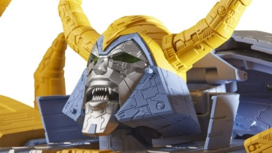 Photo of Hasbro's Crowdfunded Unicron Transformer Is over Two Feet Tall