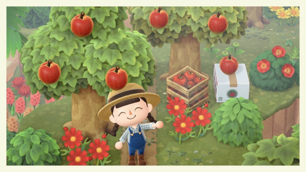 Seorang penduduk desa Animal Crossing melambai ke arah kamera dari kebun apel dengan desain kotak apel palsu.  Kode tersedia di artikel di bawah ini.