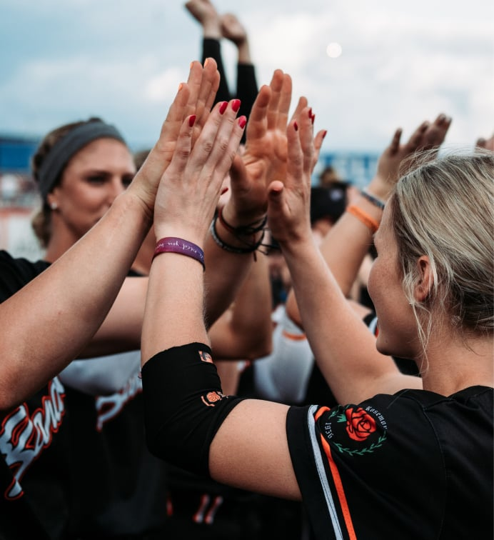 athletes unlimited softball high fives