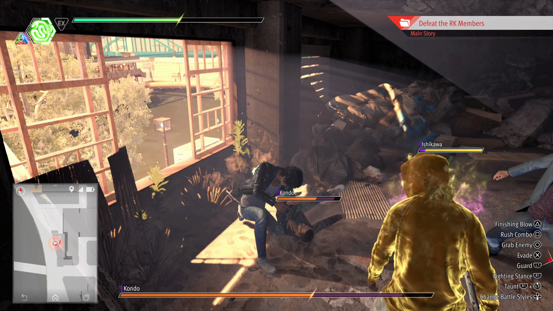 Yagami melawan anggota geng di Lost Judgement